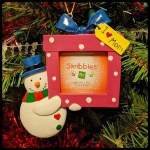 """I ❤️ Mom"" Ornament"